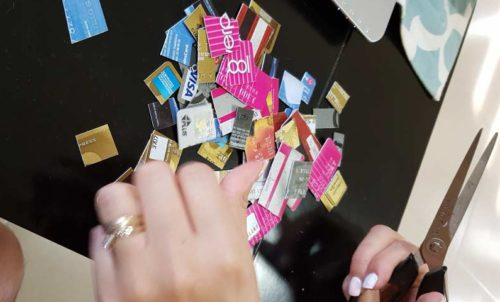 Reto Financiero: Destroza tus tarjetas de crédito para salir de deudas